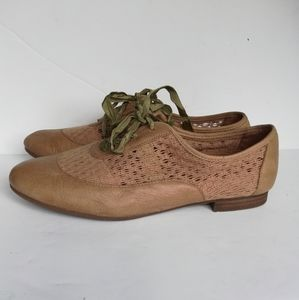 Naya Anthropologie Beige Leather Oxford lace up
